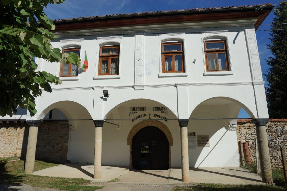 Болгария, Габровская область, Габрово. Габровско-Сокольский Успенский монастырь, фотография. фасады, Вход в монастырь