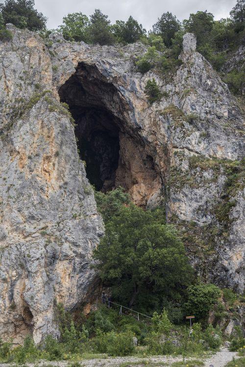 Греция, Эпир и Западная Македония, Псарадес. Церковь Петра апостола, фотография. фасады, пещера, в которой построена церковь