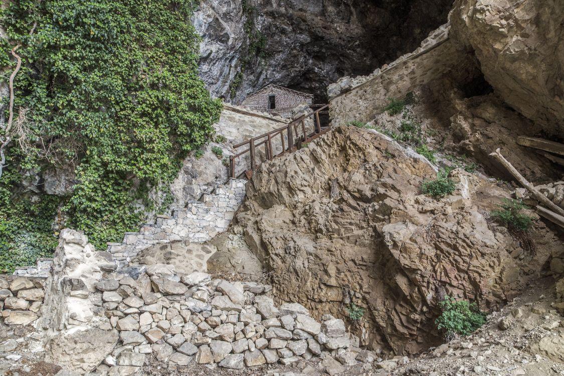 Греция, Эпир и Западная Македония, Псарадес. Церковь Петра апостола, фотография. фасады, лестница, ведущая к церкви