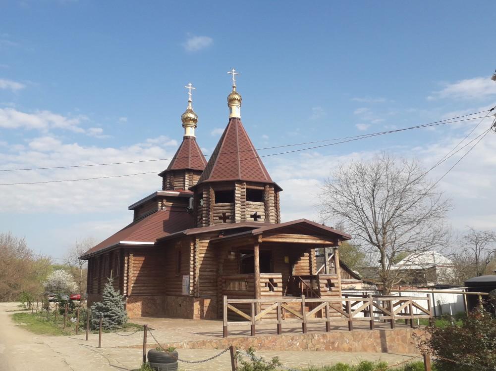 Республика Адыгея, Тахтамукайский район, Новый. Церковь Пантелеимона Целителя, фотография. фасады