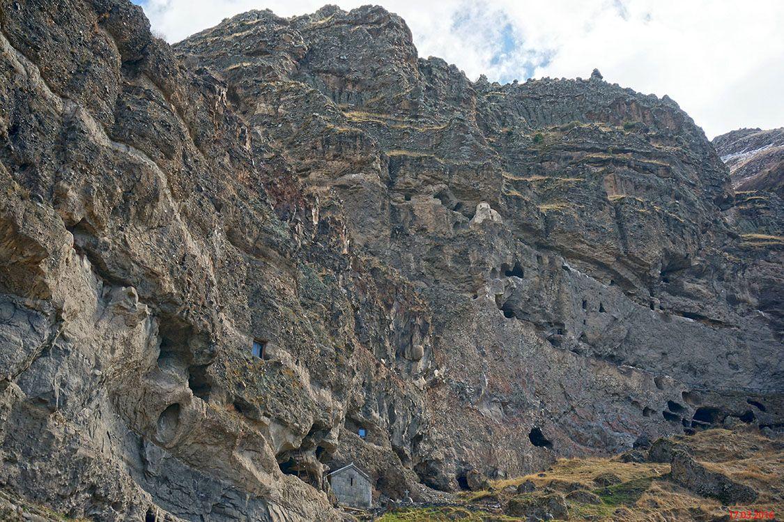 Грузия, Самцхе-Джавахетия, Ванис Квабеби. Пещерный монастырь Ванис Квабеби, фотография.