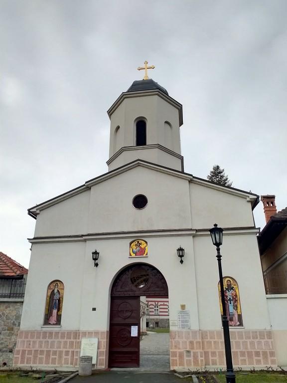 Сербия, Белград, округ, Белград. Монастырь Раковица, фотография. , Надвратная церковь